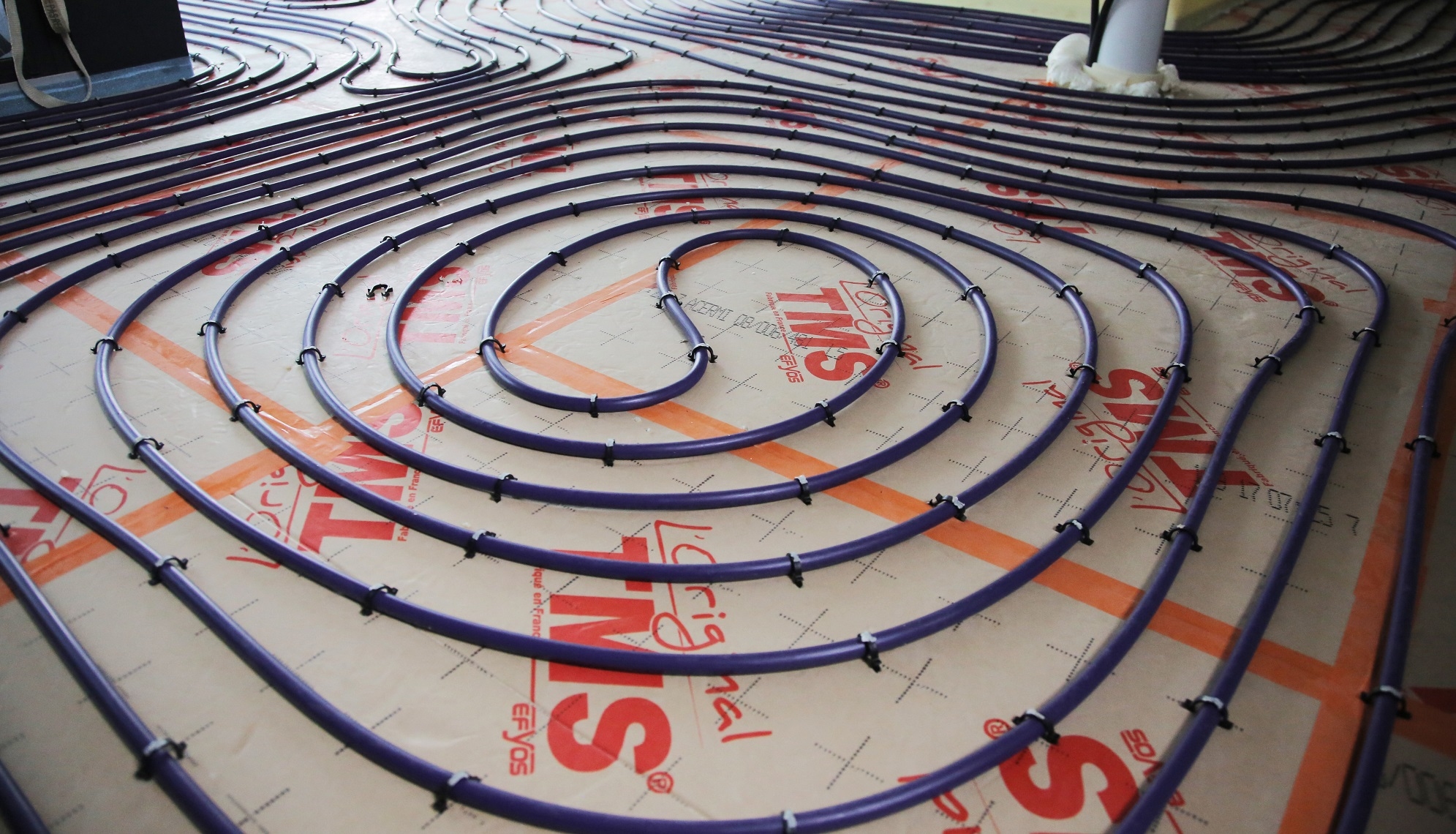 Carrelage Sur Plancher Chauffant Basse Temperature maison yrys : une chape fluide à forte réactivité pour les